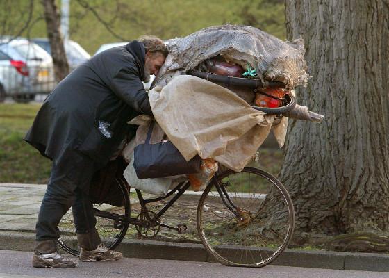 Een dakloze in Den Haag - foto - ANP - Ed Oudenaarden - 560x400